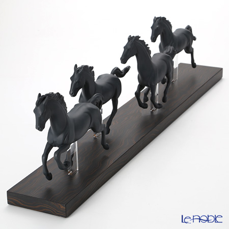 リヤドロ Galloping Herd Black09085