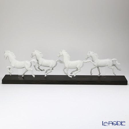 リヤドロ Galloping Herd09086