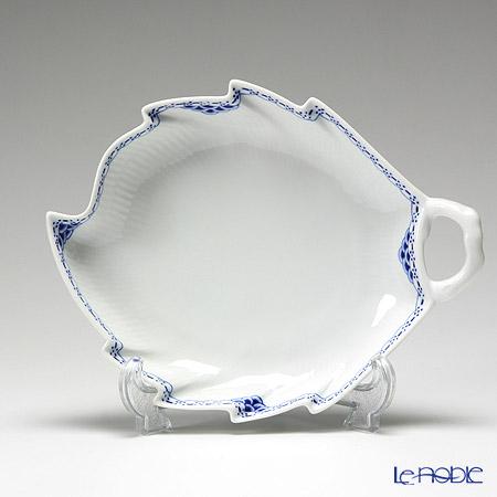 Royal Copenhagen 'Princess' 1104357/1017257 eaf shaped Dish 23x17.5cm