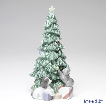 Nao 'Christmas Mischief (Dog & Cat Playing Beneath the Tree)' 02001620 Figurine H26cm