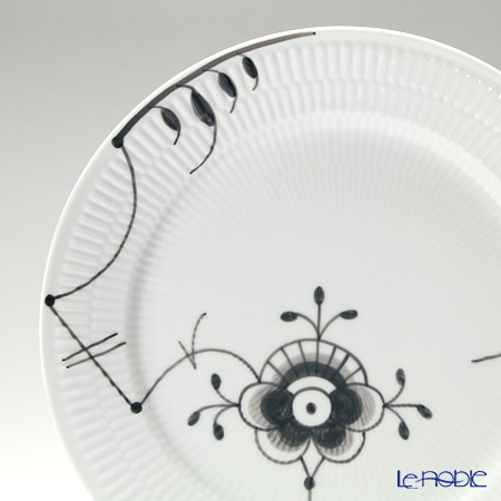 Royal Copenhagen 'Black Fluted Mega' [#1] 2546627/1017473 Dinner Plate 27cm