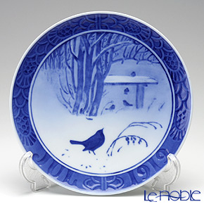 Royal Copenhagen Collectibles 'In the Park' 1919 Christmas Plate 18cm