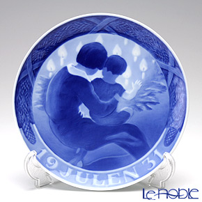 Royal Copenhagen Collectibles 'Mother & Child' 1931 Christmas Plate 18cm