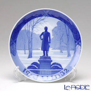 Royal Copenhagen Collectibles 'Frederiksberg' 1932 Christmas Plate 18cm