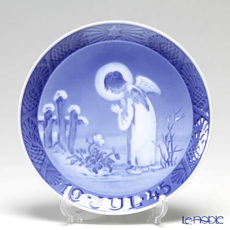 Royal Copenhagen Collectibles 'Peaceful Motif' 1945 Christmas Plate 18cm