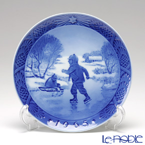 Royal Copenhagen Christmas Plate 1965 - 'Little Skaters'