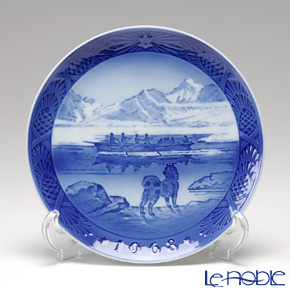 Royal Copenhagen Christmas Plate 1968 - 'The Last Umiak'