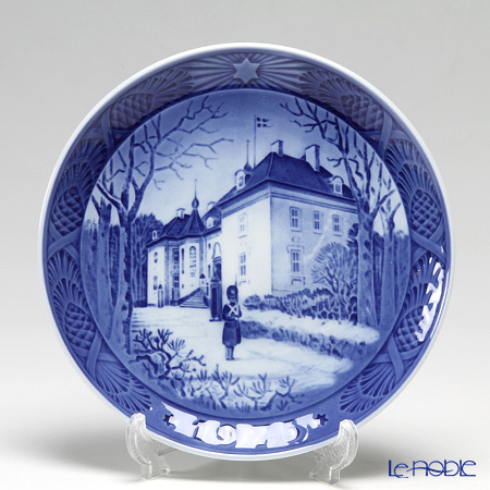 Royal Copenhagen Christmas Plate 1975 - 'Marselisborg Palace'