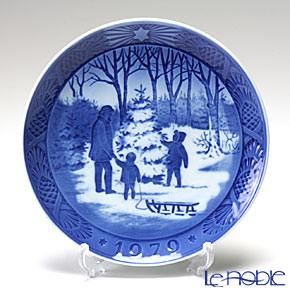 Royal Copenhagen Christmas Plate 1979 - 'Choosing the Tree'