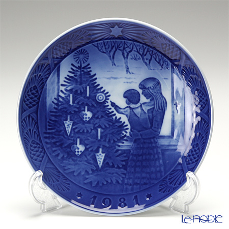 Royal Copenhagen Collectibles 'Admiring the Tree' 1981 Christmas Plate 18cm
