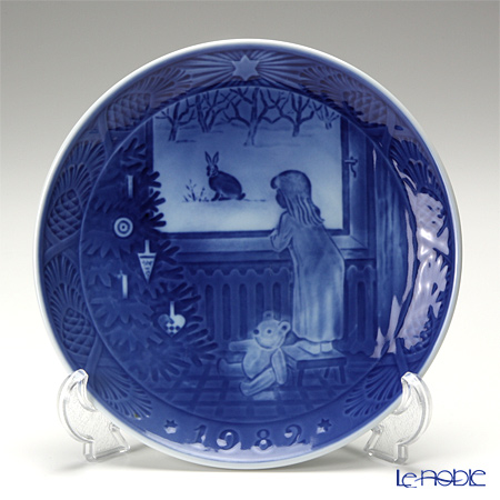Royal Copenhagen Christmas Plate 1982 - 'Waiting for Christmas'