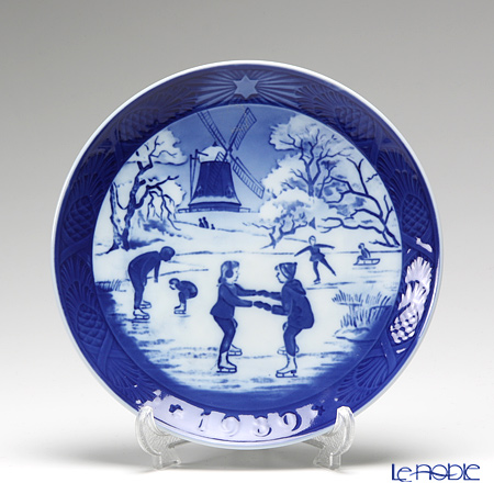 Royal Copenhagen Christmas Plate 1989 - 'Old Skating Pond'