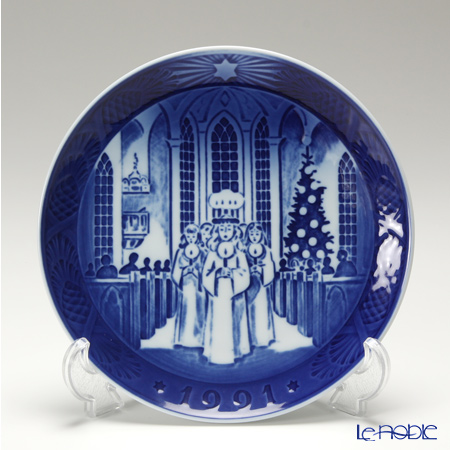 Royal Copenhagen Collectibles 'Santa Lucia Fest' 1991 Christmas Plate 18cm