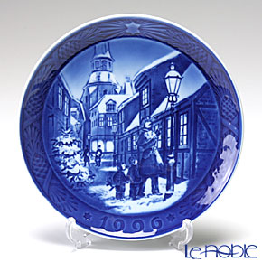 Royal Copenhagen Christmas Plate 1996 - 'Street Lamps'