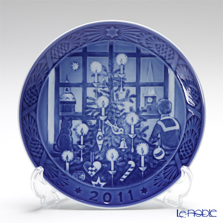 Royal Copenhagen Collectibles 'Waiting for Santa Claus' 2011 Christmas Plate 18cm