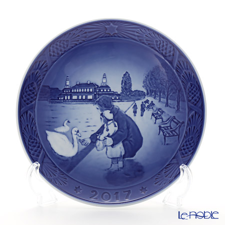 Royal Copenhagen Collectibles 'Walk at the Lakes' [2017] 1901117 Christmas Plate 18cm