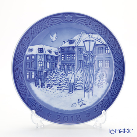 Royal Copenhagen Collectibles 'Christmas Tree Market' [2018] 1901118 Christmas Plate 18cm