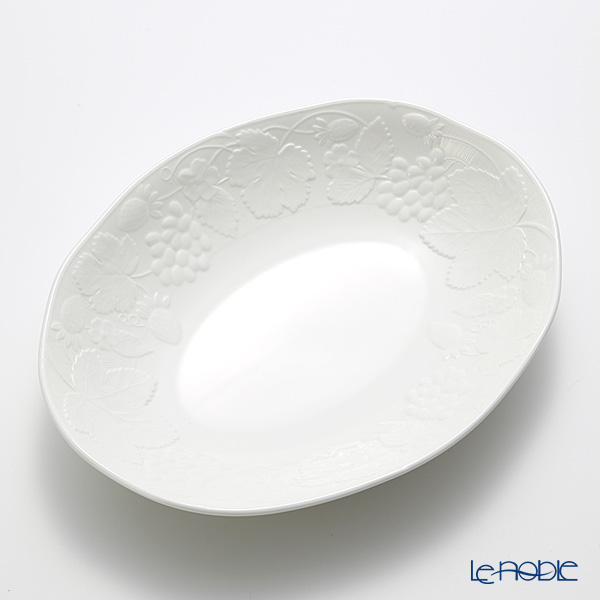 Wedgwood Strawberry and Vine Oval Bowl 28 cm