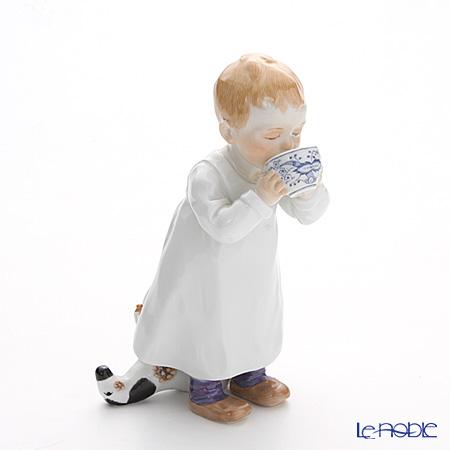 マイセン(Meissen) ヘンチェルの子供シリーズ 900100/73364 ミルクを飲む子ども