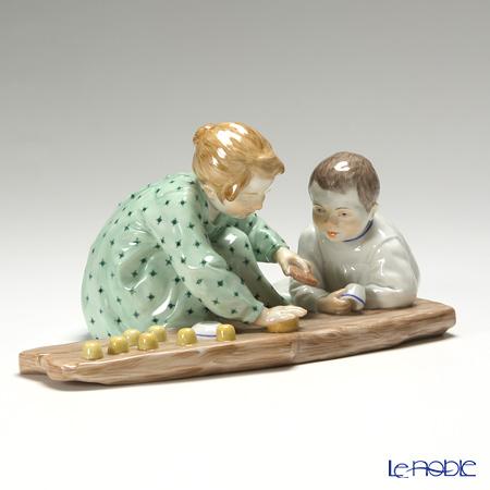 マイセン(Meissen) ヘンチェルの子供シリーズ 900100/73372 砂遊びをする子供