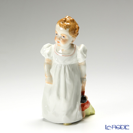 マイセン(Meissen) ヘンチェルの子供シリーズ 900100/73375 左手に人形を持つ女の子
