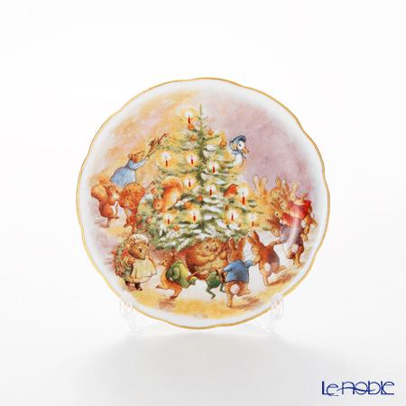 Reutter Porzellan 'Beatrix Potter - Peter Rabbit & Friends Christmas Party' 52.561/3 Plate 10cm with plate stand