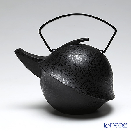 YOnoBI Takaoka casting teapot (Tetsubin / Tekki) Kabuto II 013 S/ebony 0.6 l