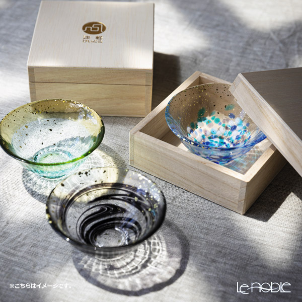 Tsugaru Vidro 'Sayaka - Natsu Kage' Light Blue & Gold foil F-71849 Mini Cup (with wooden box)