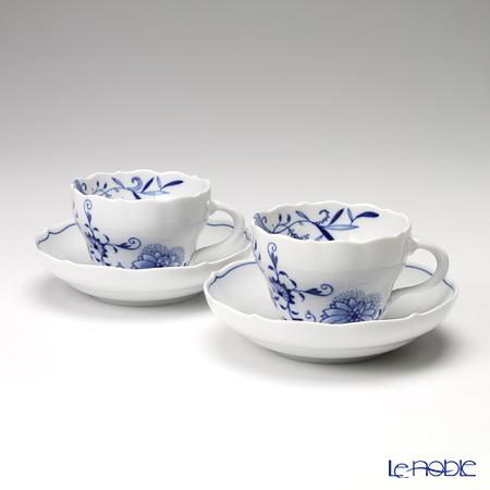 Meissen Blue Onion style 801001 / 00582 Pair of coffee cup & saucer