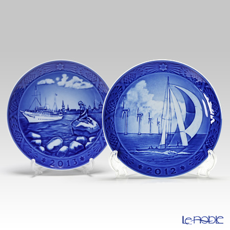 Royal Copenhagen Collectibles 'Horns Rev'2012  & 'Copenhagen Harbour' 2013 Christmas Plate 18cm (set of 2 patterns)