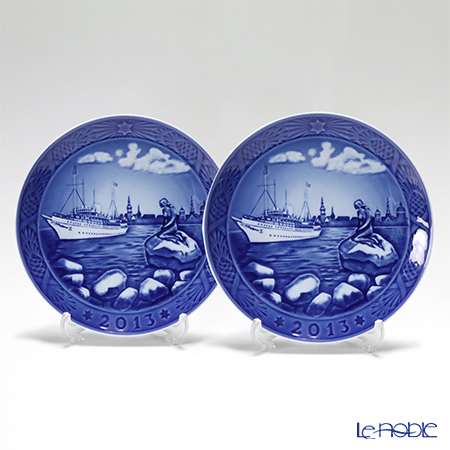 Royal Copenhagen Christmas Plate 2013 - 'Copenhagen harbour' 2 pcs.
