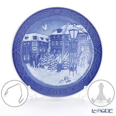 Royal Copenhagen Collectibles 'Christmas Tree Market' 2018 Christmas Plate 18cm
