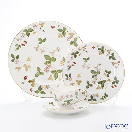 Wedgwood Wild Strawberry Plate 27 cm, Plate 20 cm and Leigh Teacup & Saucer
