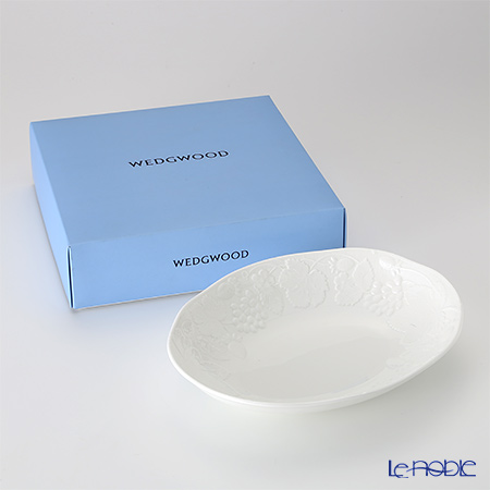 Wedgwood Strawberry and Vine Oval Bowl 28 cm with gift box