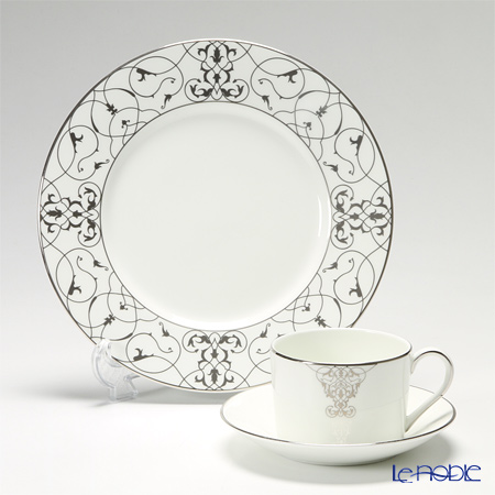Wedgwood Vera Wang Imperial Scroll Teacup & Saucer and Accent Plate