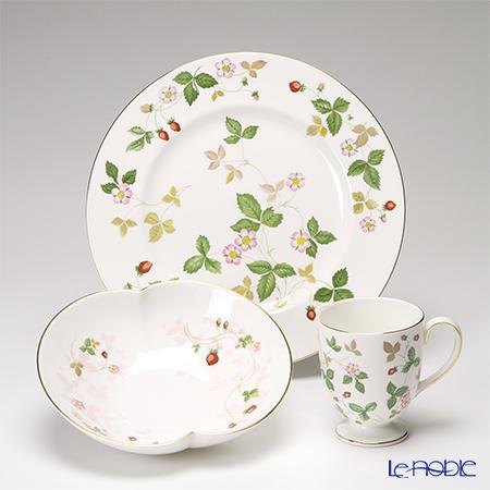 Wedgwood Wild Strawberry Plate, Marriage Bowl (S), Leigh shape Mug (set of 3pcs)