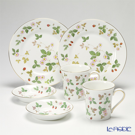 Wedgwood Wild Strawberry Plate 20 cm, Bowl 13 cm and Beaker for 2