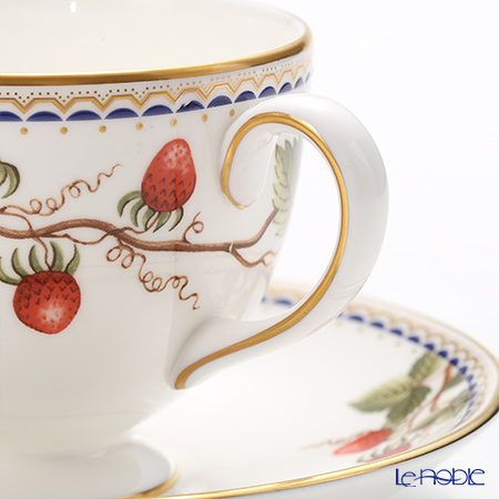 Wedgwood Wild Strawberry Archive Plate 20 cm and Leigh Teacup & Saucer set for 2