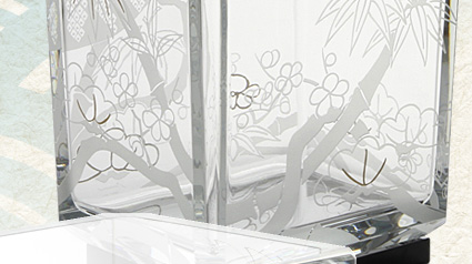 バカラ(Baccarat) 吉祥ベース 2-610-069 松竹梅 32cm 漆塗り台座付